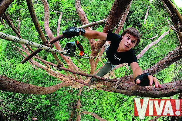 Ведущий тревел-шоу Мир наизнанку Дмитрий Комаров в журнале Viva!
