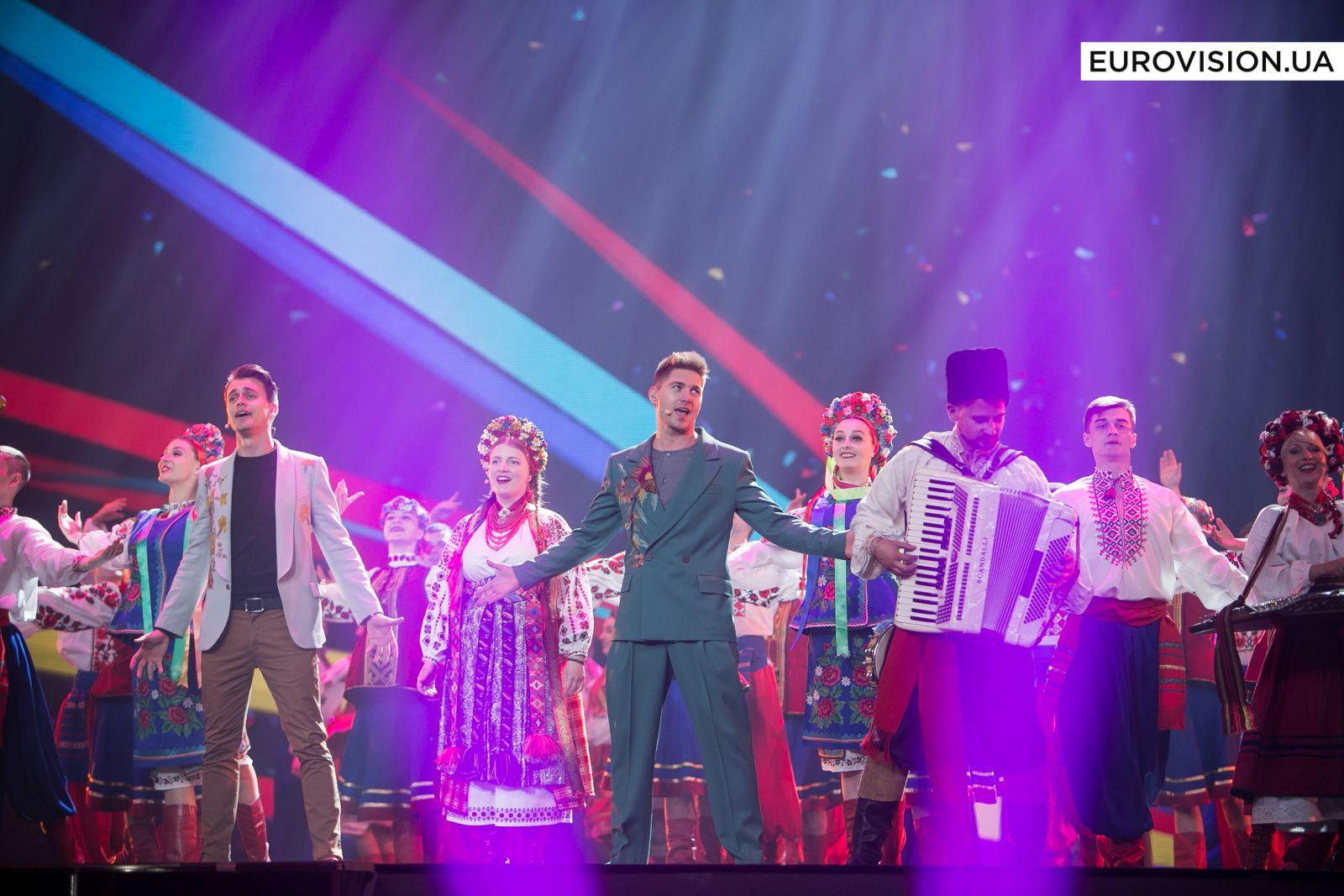 Александр Скичко иВладимир Остапчук феерично открыли 2-ой полуфинал интернационального песенного конкурса