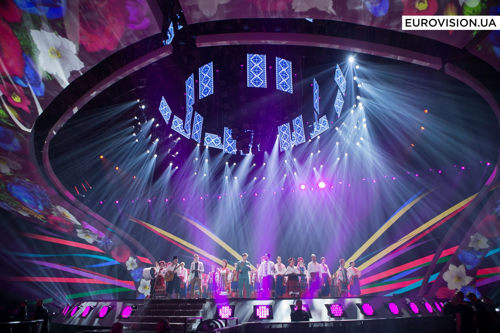 Ведущие Евровидения-2017 перепоют хиты победителей прошлых годов в украинском стиле