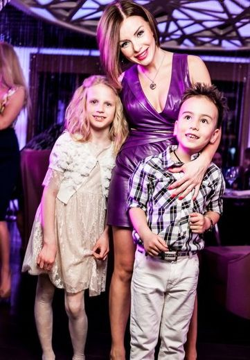 Юлия Волкова показала своих подросших детей