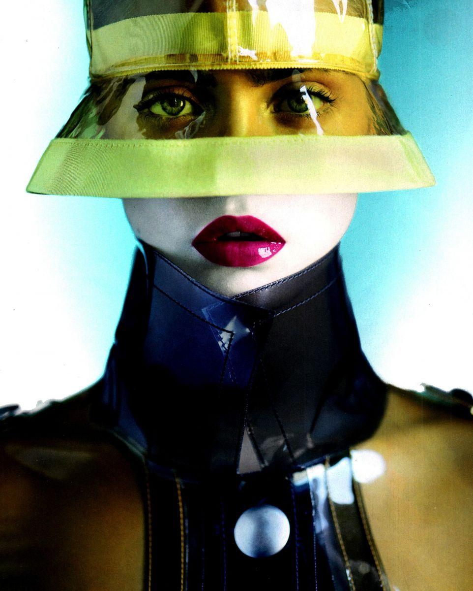 Кара Делевинь в откровенной фотосессии