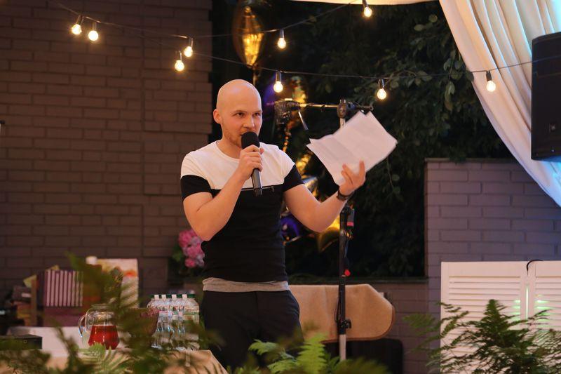 Влад Дарвин устроил в Киеве вечеринку для друзей по случаю своего дня рождения
