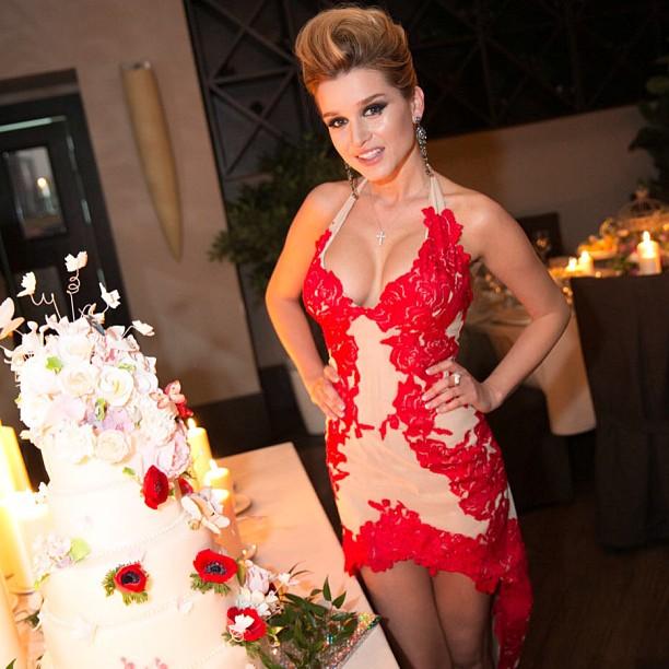 Фото ксениии собчак в красном платье