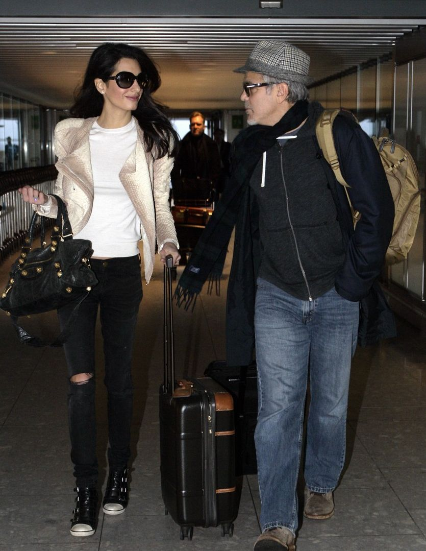 Джордж Клуни и Амаль Аламуддин в аэропорту Хитроу