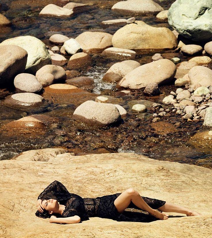 Летиция Каста снялась в новой фотосессии