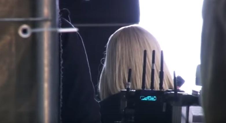 Блондинка и с каре: новый образ Милы Кунис
