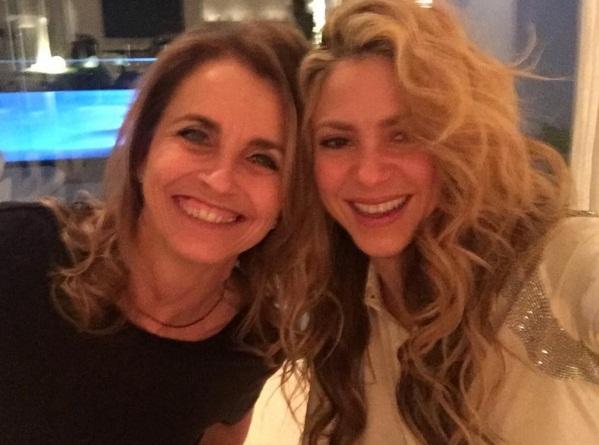 Праздники с семьей: Шакира опубликовала счастливые фото с близкими