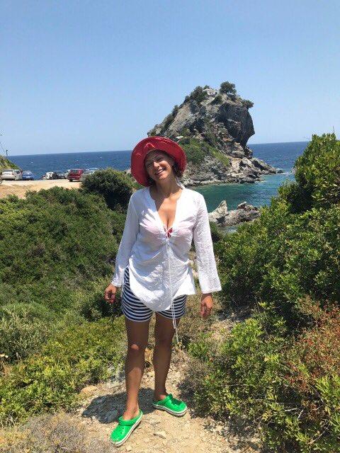 Татьяна Литвинова отдохнула с мужем и сыном в Греции
