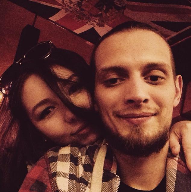 23-летняя дочь Шнурова вышла замуж за бармена!