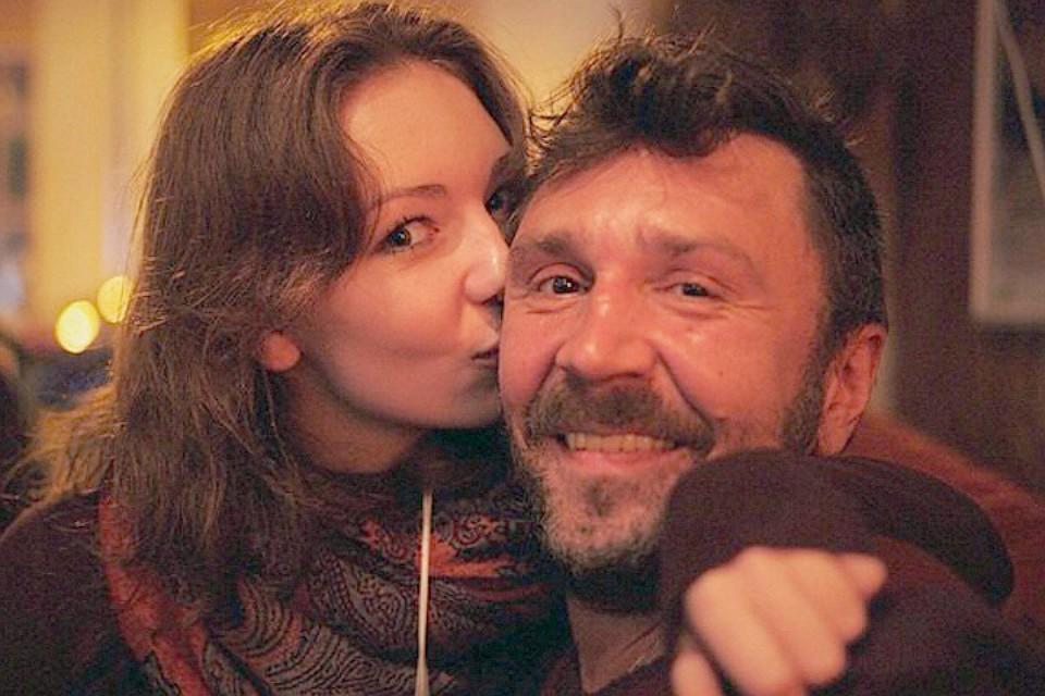 23-летняя дочь Шнурова вышла замуж за бармена