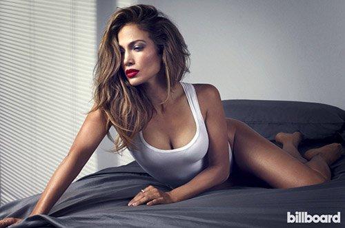Дженнифер Лопес демонстрирует сексуальные формы