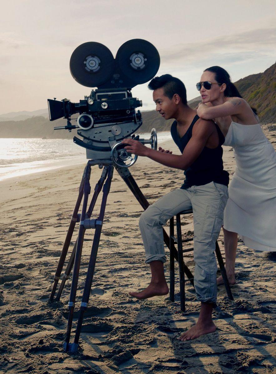 Анджелина Джоли и Брэд Питт с детьми снялись в потрясающей фотосессии для Vogue