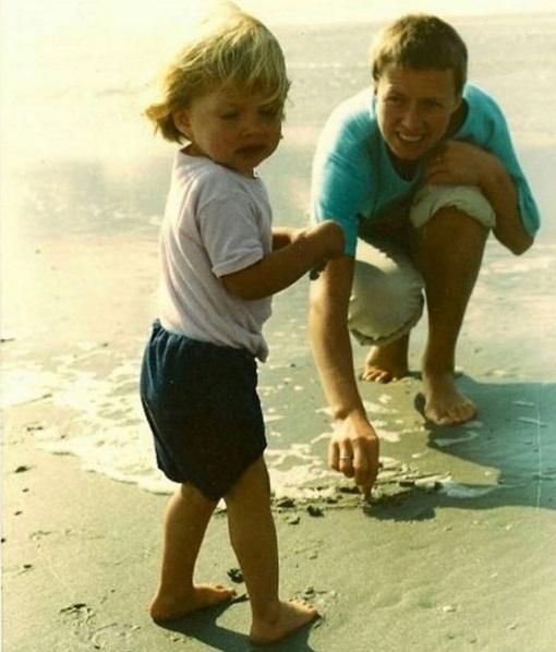 Воспоминания с детства: Даутцен Крус поделилась раритетным снимком