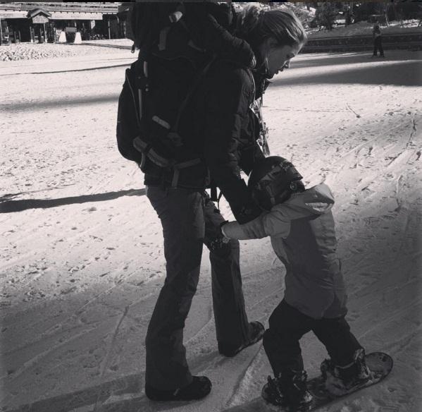 Зима пришла: Даутцен Крус учит сына кататься на сноуборде