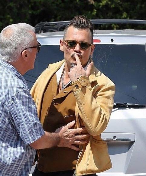 Довели: Джонни Депп попытался проучить надоедливых папарацци