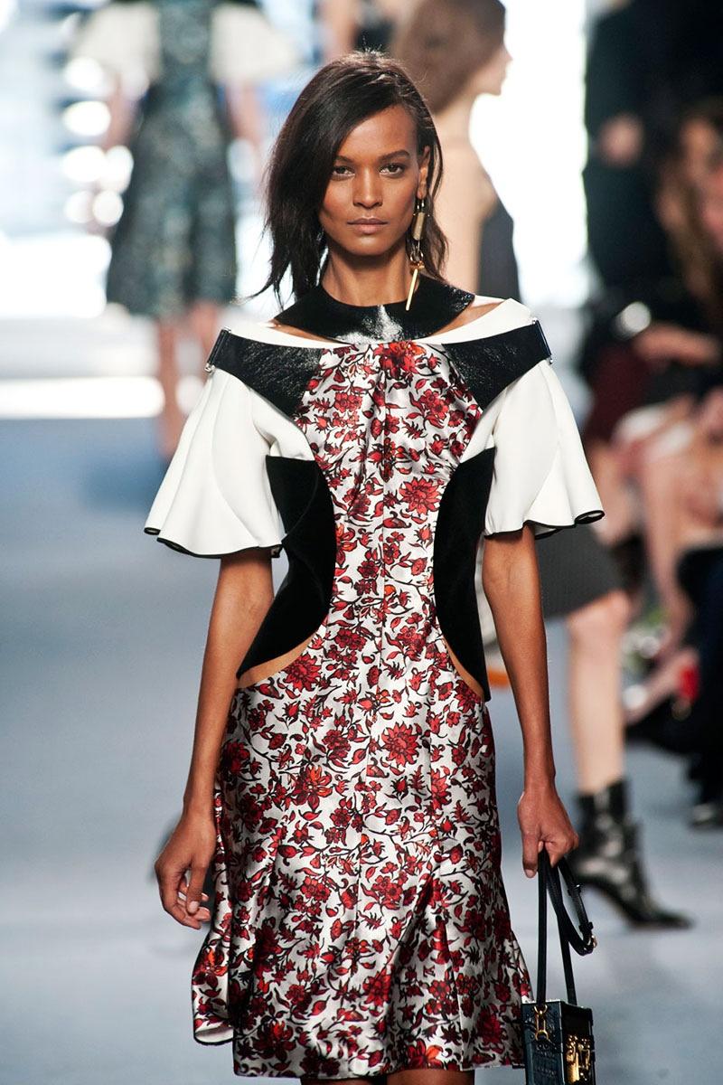 Тина Кароль в платье из новой коллекции Louis Vuitton