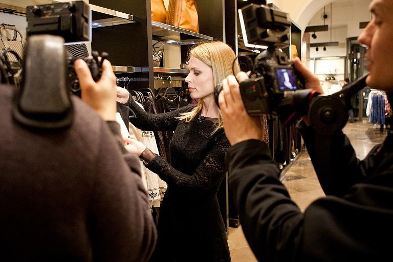 Ольга Фреймут проверяет магазины одежды