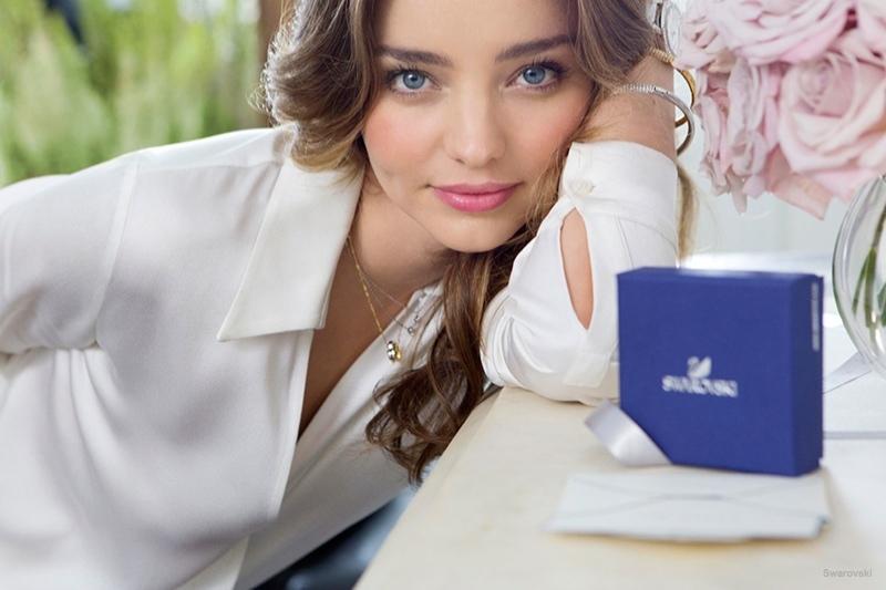 Миранда Керр покоряет красотой в рекламе Swarovski