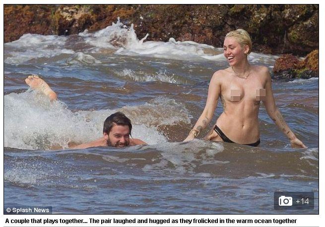 Голая и беззаботная: Майли Сайрус искупалась в океане топлесс