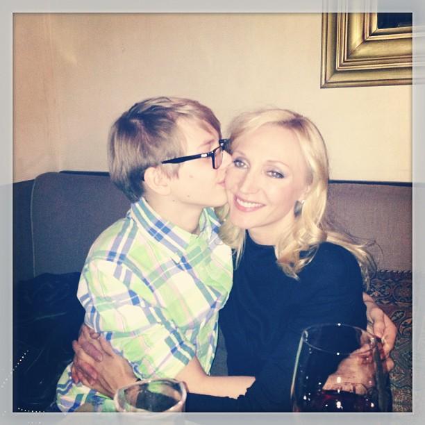 Кристину Орбакайте целует ее сын Дени Байсаров