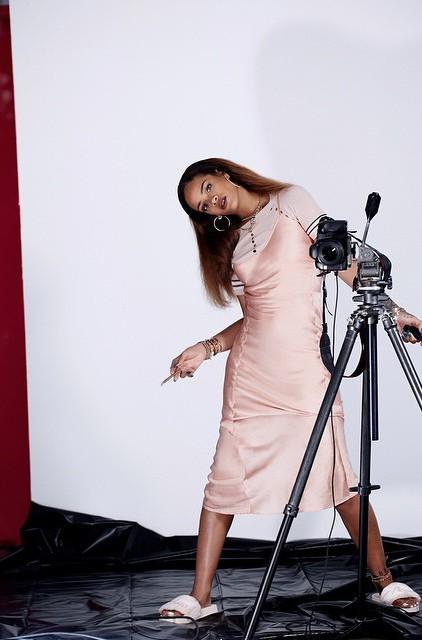 Нежность и агрессия: барбадосская красотка Рианна снялась в новой фотосессии