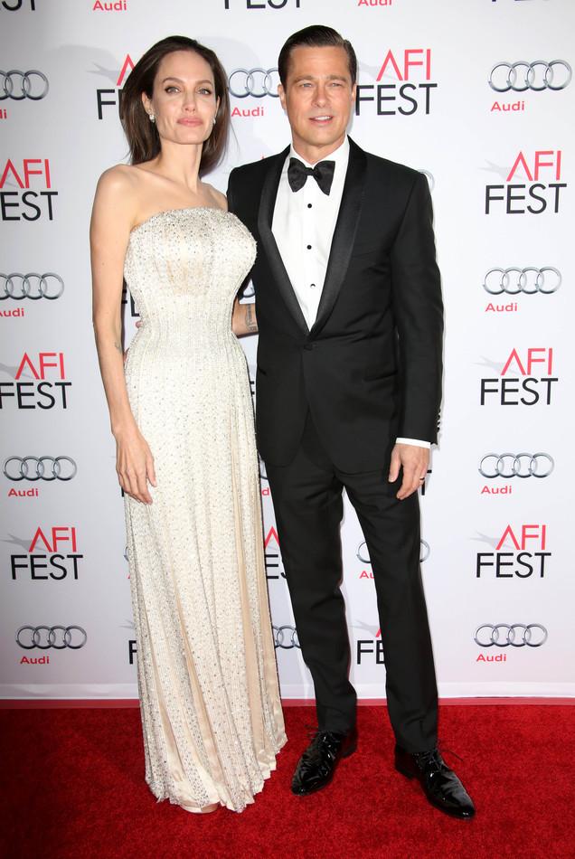 Не поверил: Брэда Питта не растрогали слезы и речь Анджелины Джоли об их семье