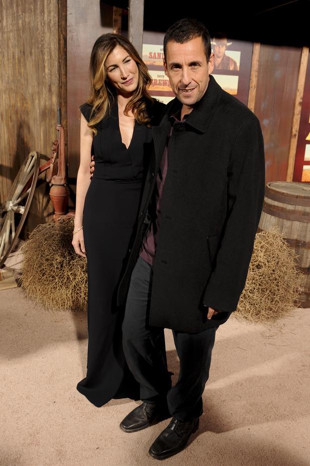 Редкие кадры: Адам Сэндлер блистает на кинопремьере с любимой супругой