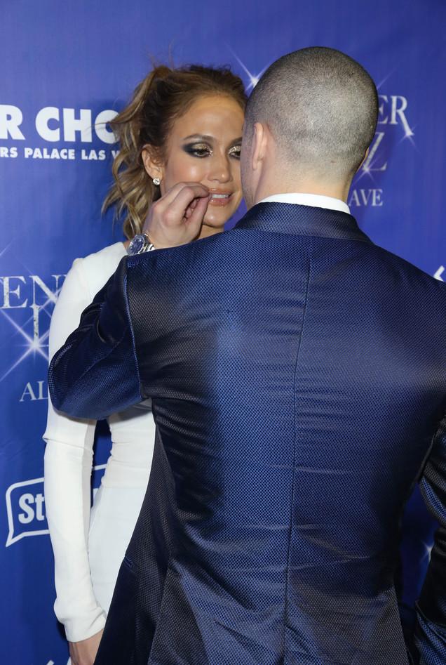 Это любовь: Дженнифер Лопес и Каспер Смарт не скрывают своих чувств на публике