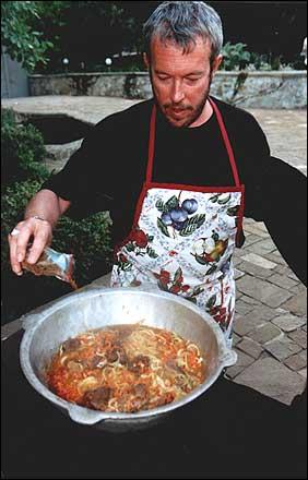 Приготовить курицу на сковородке со сметаной