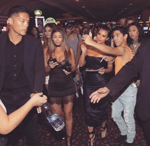 Ким Кардашьян в сексуальном наряде покорила Лас-Вегас
