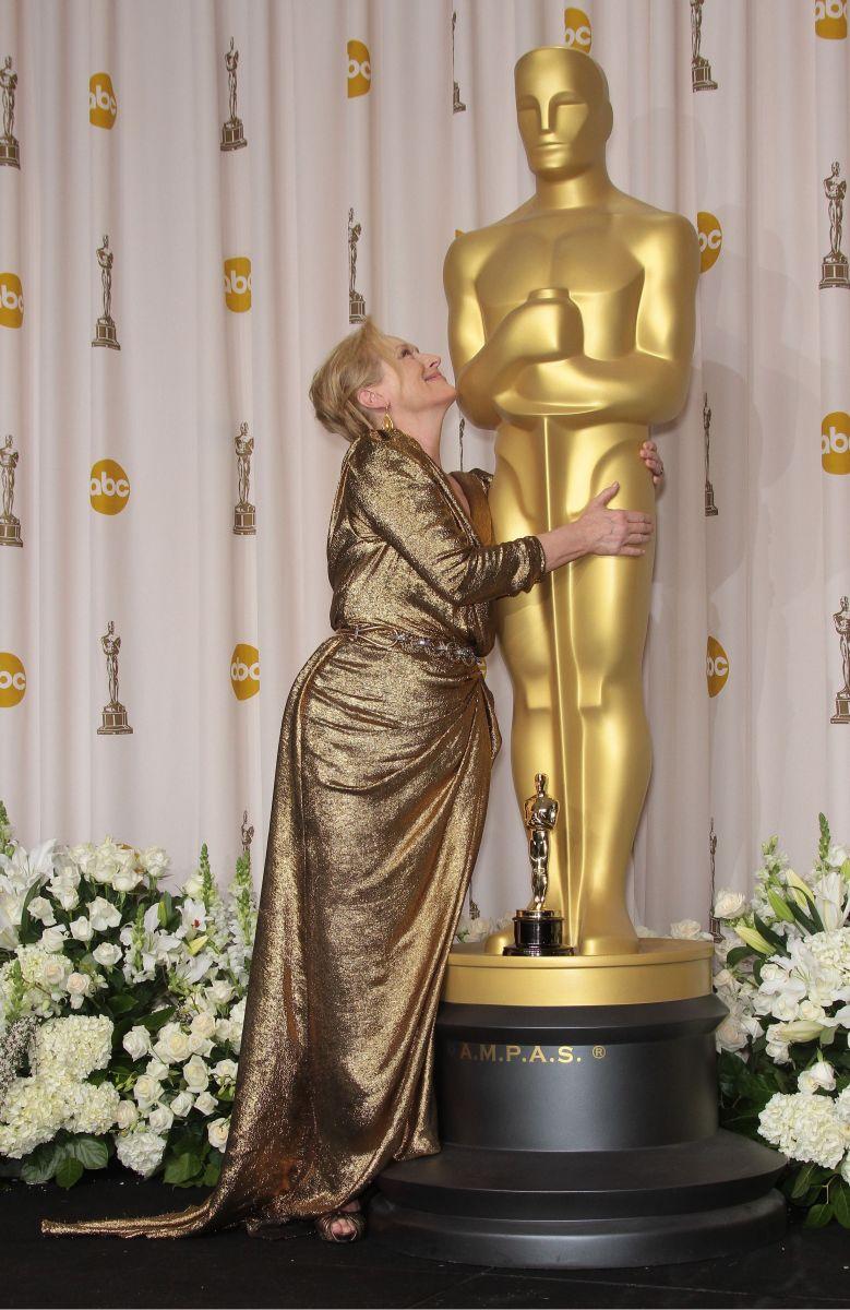 "Скандал накануне ""Оскара"": Мерил Стрип поссорилась с брендом Chanel из-за платья для церемонии"