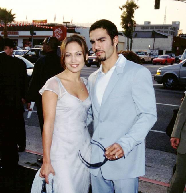 Секс-скандал: первый муж Дженнифер Лопес объявил о выходе эротичного  видео со звездой