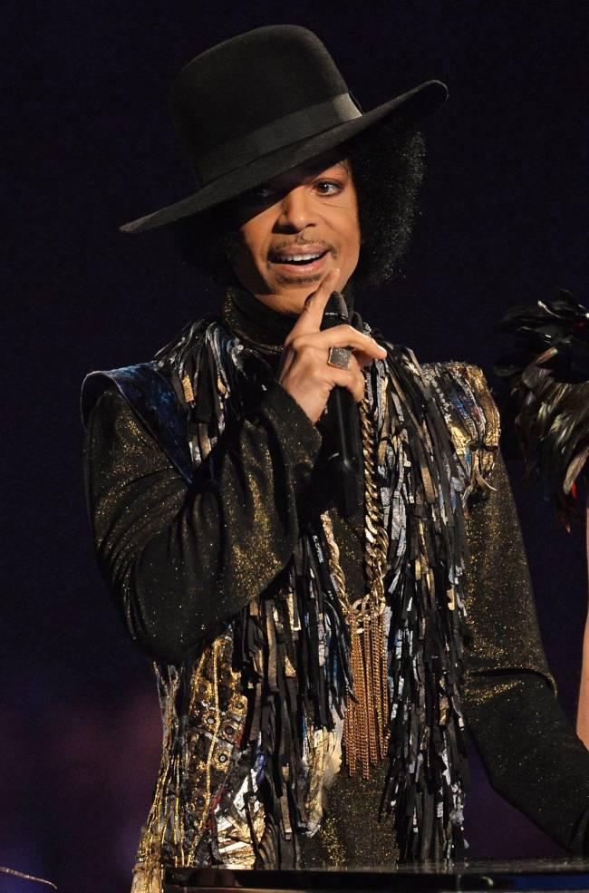 Умер легендарный певец Принц