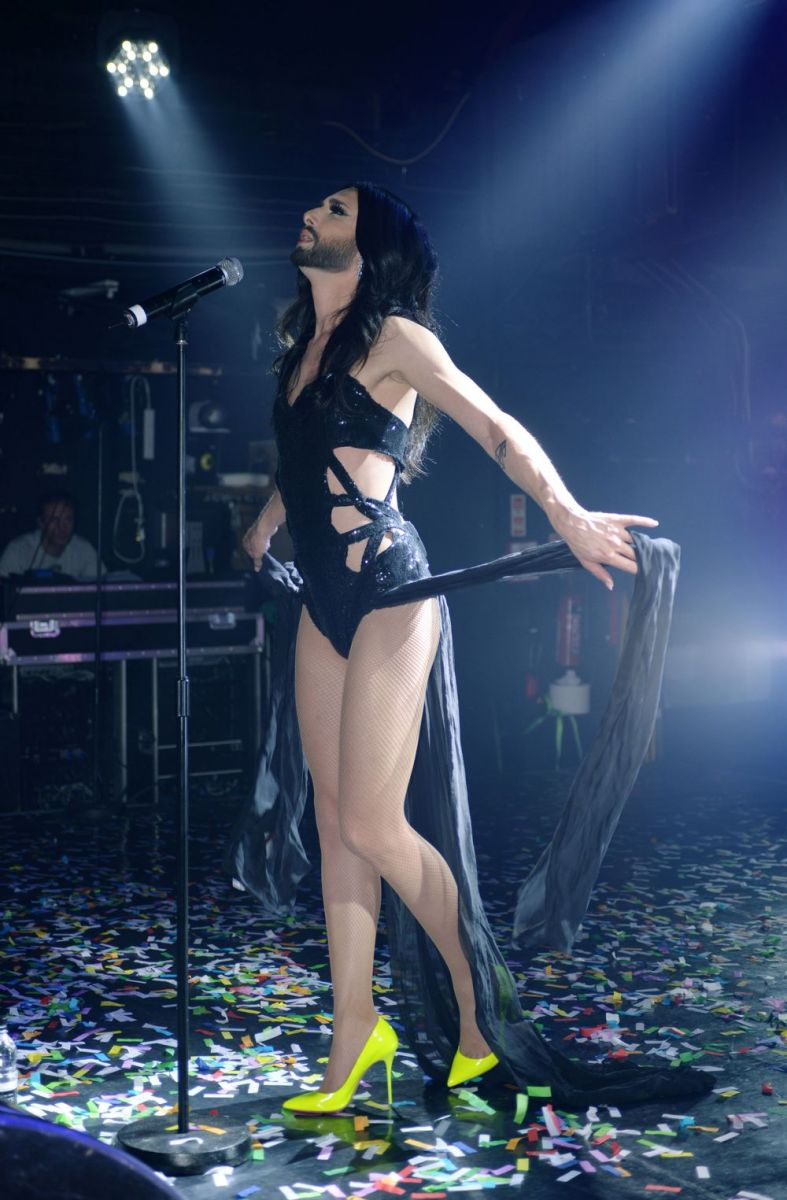 Кончита Вурст в гей-клубе