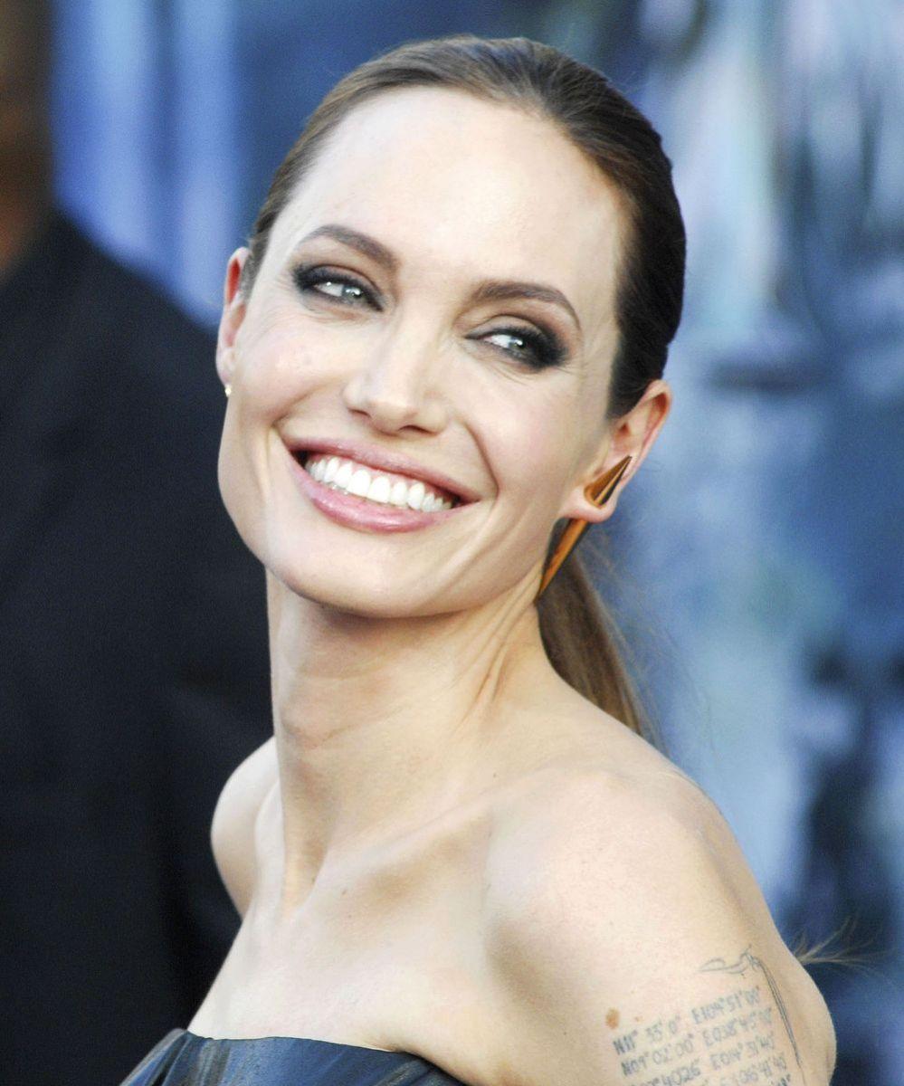 Анджелина Джоли лицо крупный план