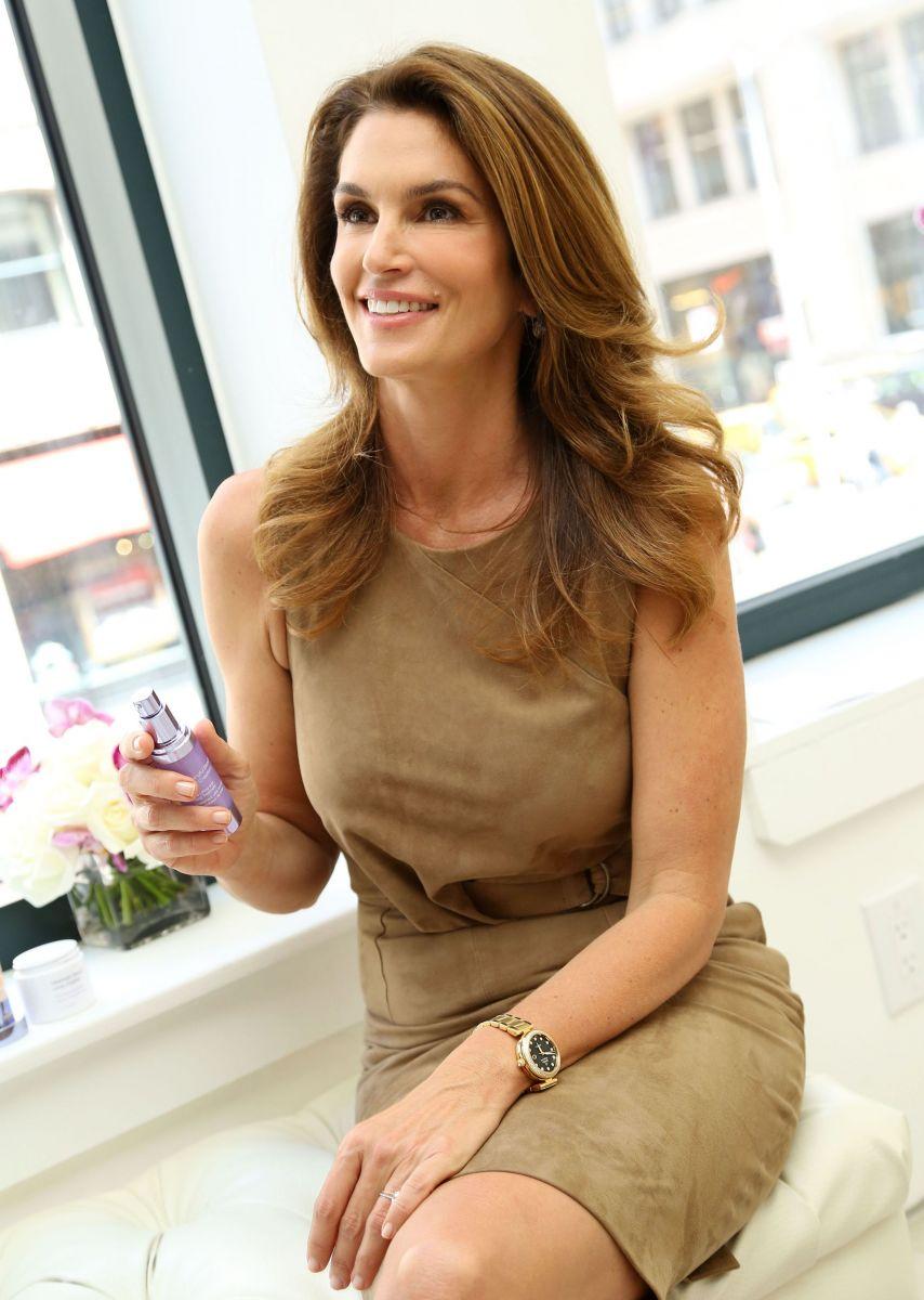 Синди Кроуфорд демонстрирует неувядающую красоту