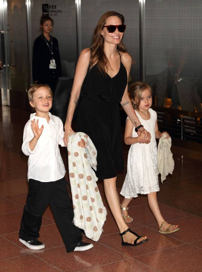 Бейонсе на заметку: Анджелина Джоли, Дженнифер Лопес, Мэрайя Кэри и другие звезды, воспитывающие двойняшек