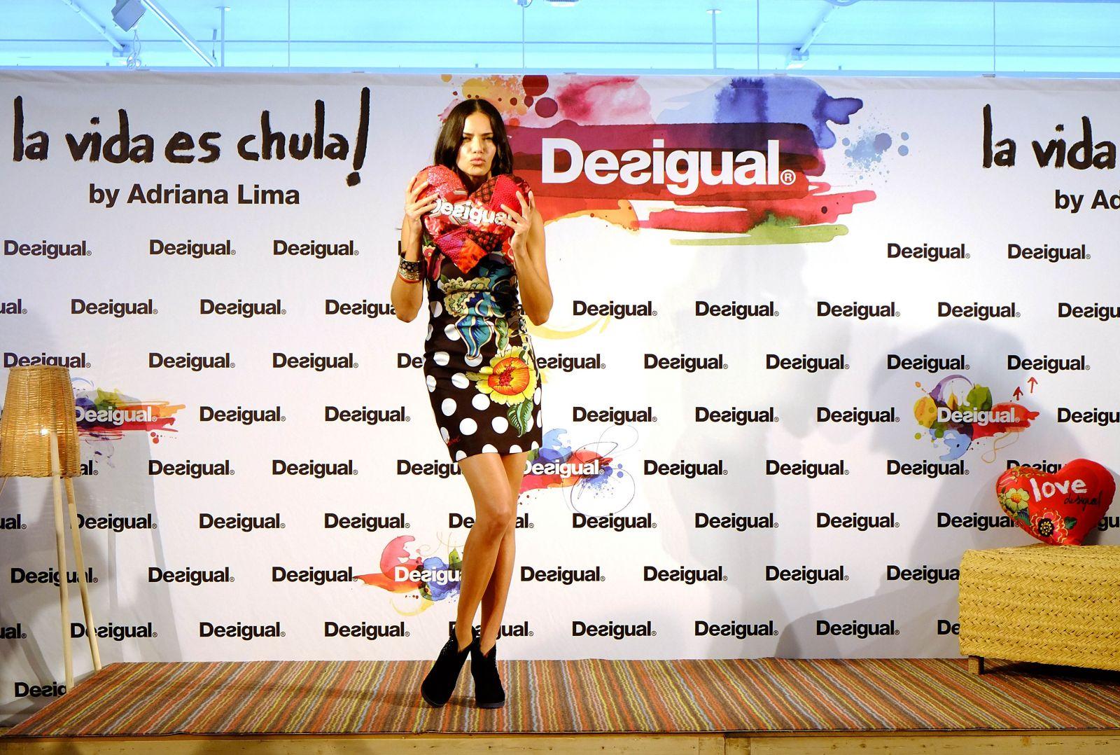 Адриана Лима демонстрирует красоту в рекламе Desigual