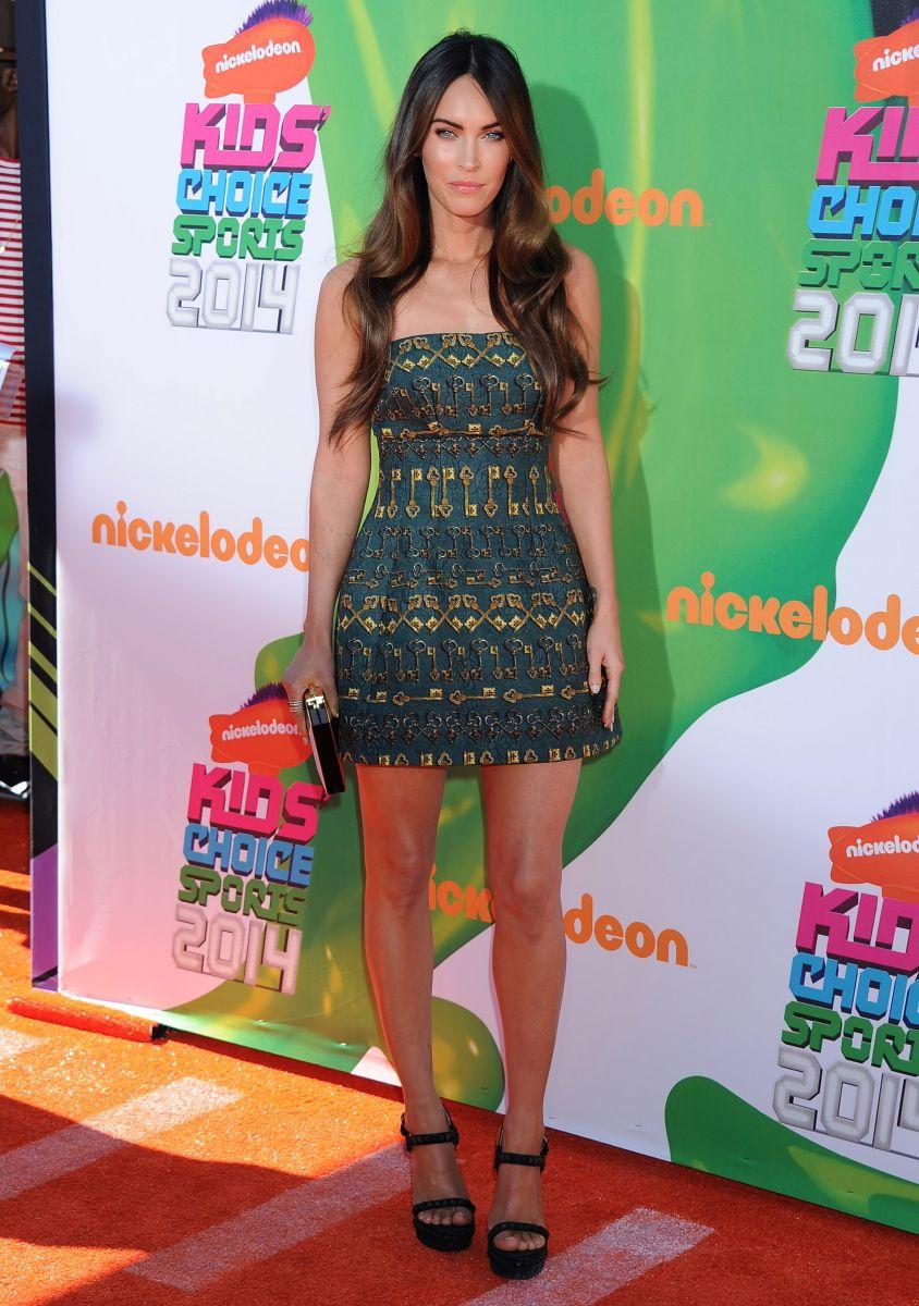 Меган Фокс блистает в мини-платье