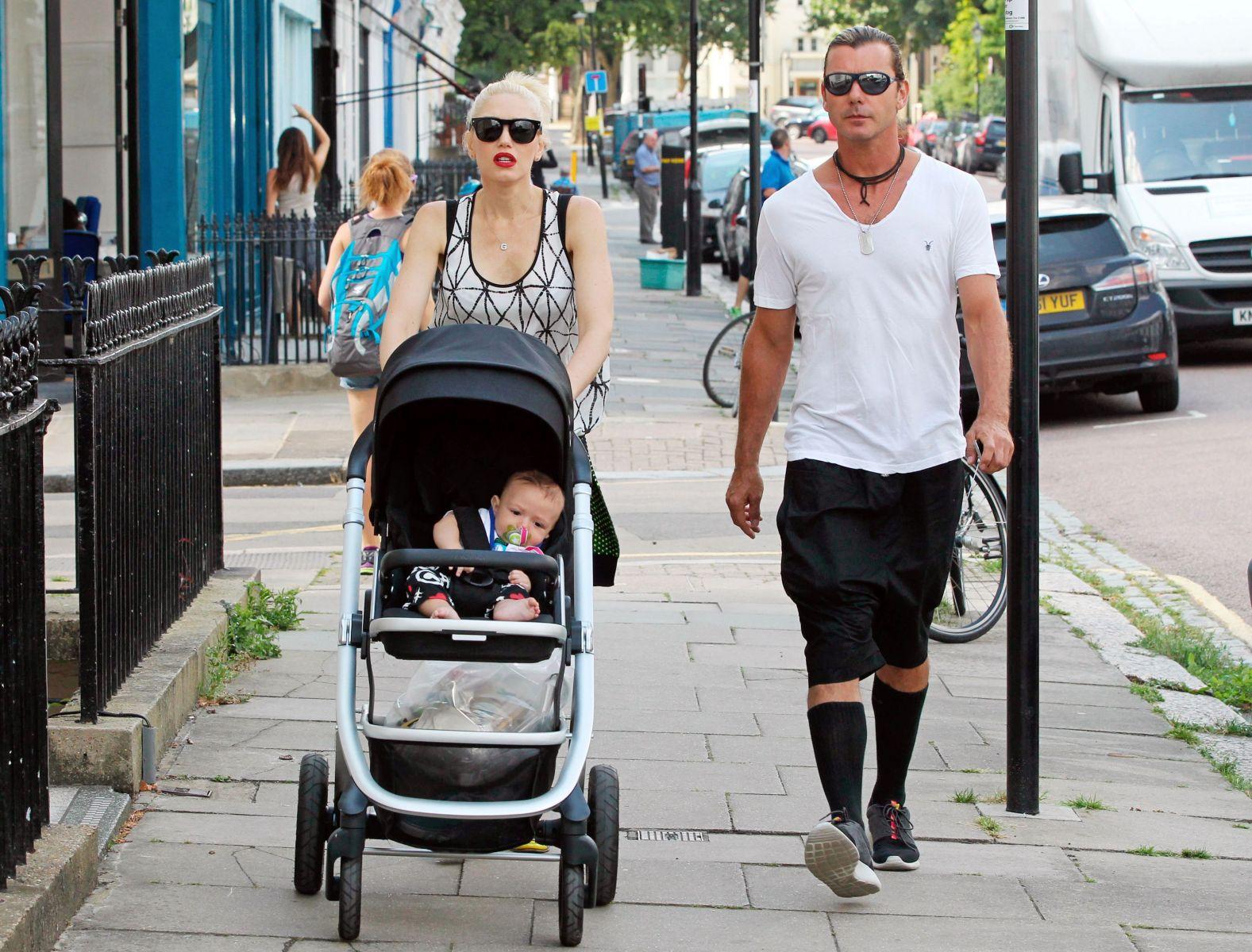 Гвен Стефани на прогулке с младшим сыном