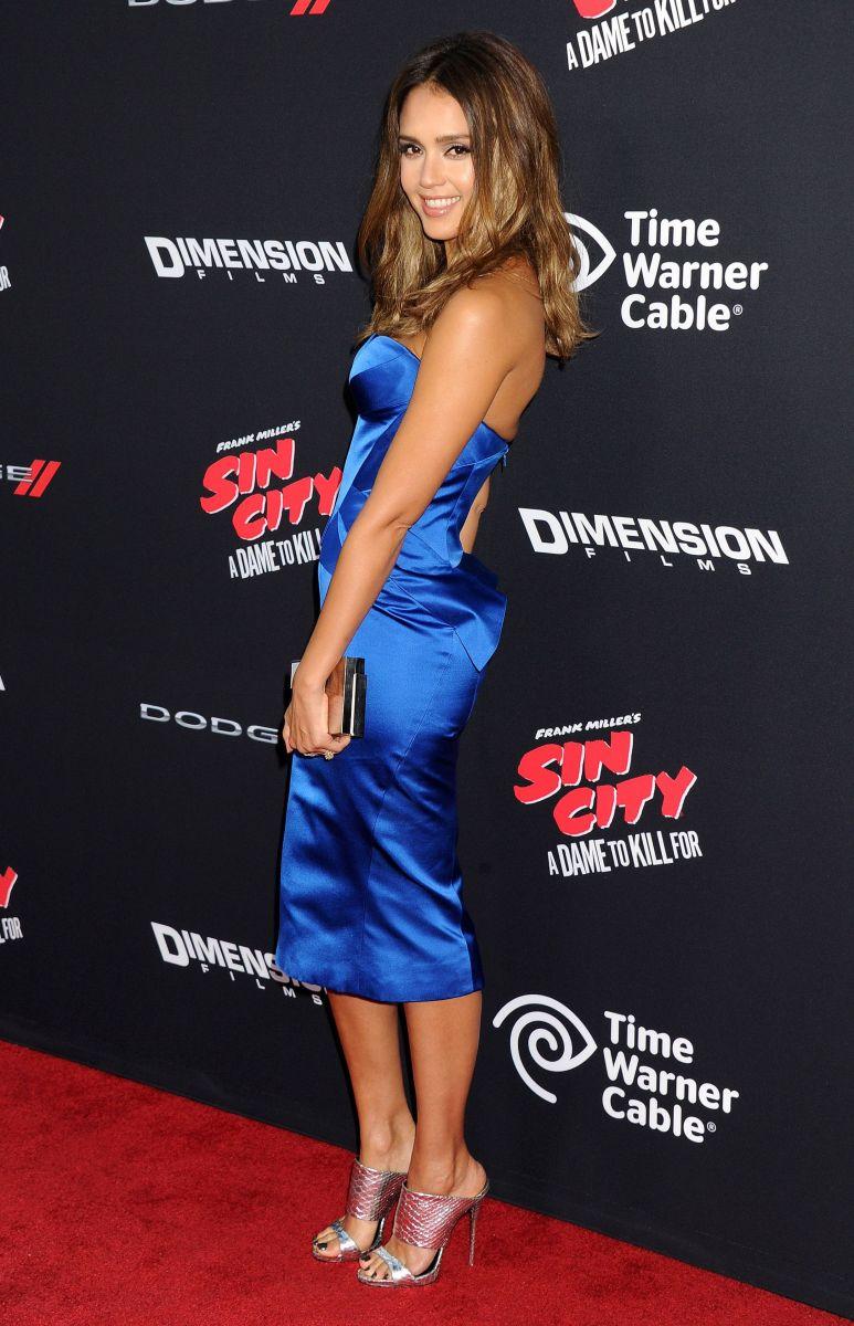 Джессика Альба вышла в свет в элегантном платье