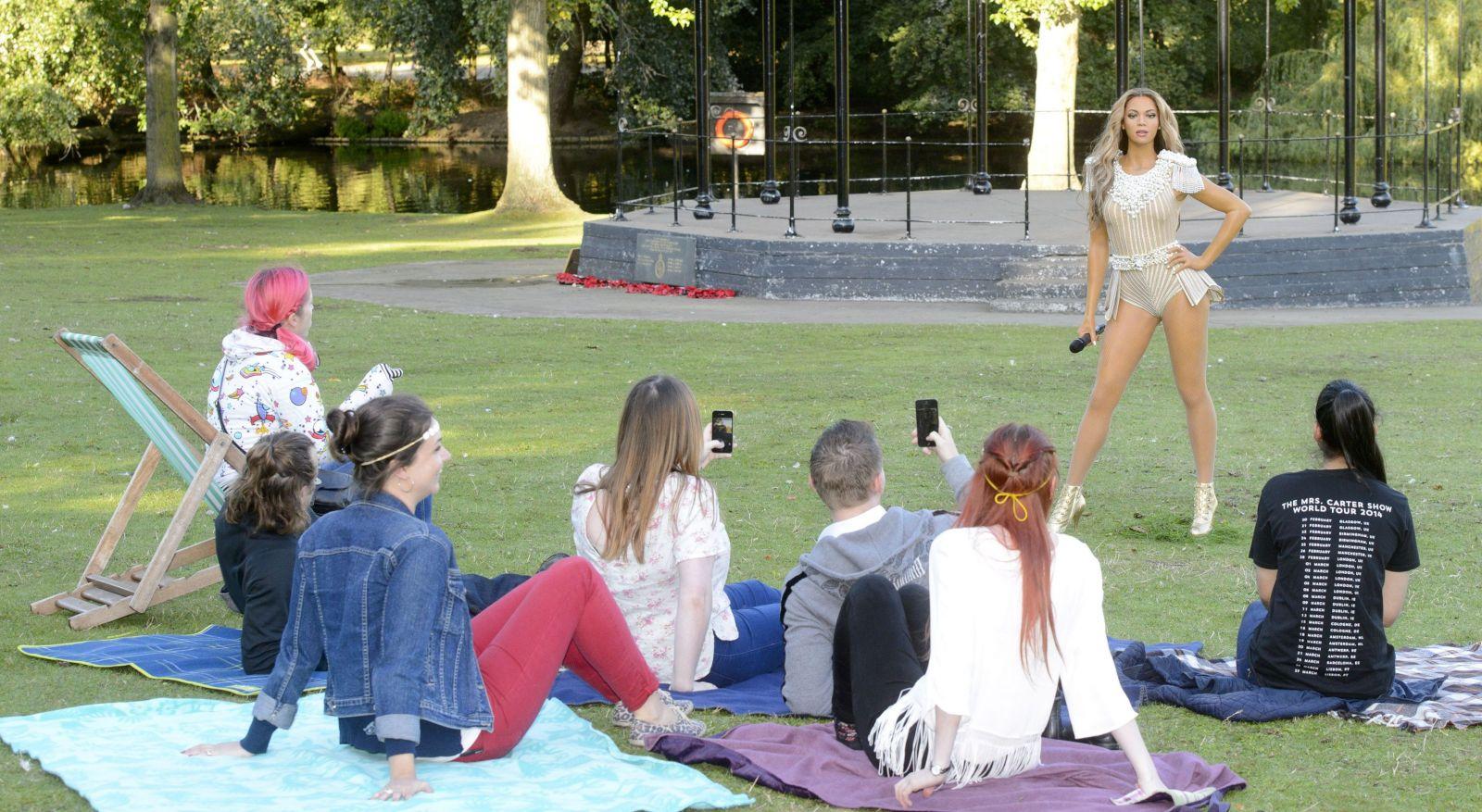 В Лондоне презентовали роскошную восковую фигуру Бейонсе