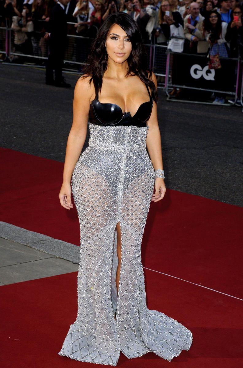 Ким Кардашьян вышла в свет в сексуальном наряде