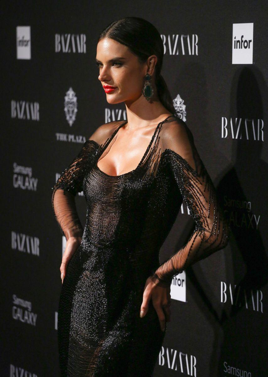 Алессандра Амбросио вышла в свет в роскошном наряде