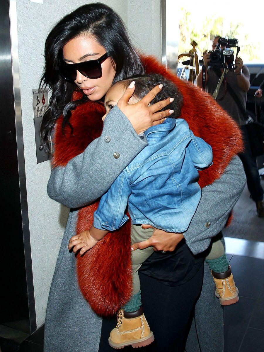 Ким Кардашьян вышла в свет со своей маленькой дочкой