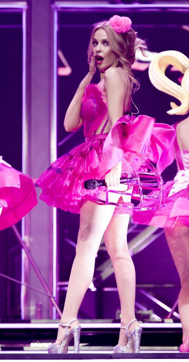 Кайли Миноуг демонстрирует фигуру в откровенных нарядах