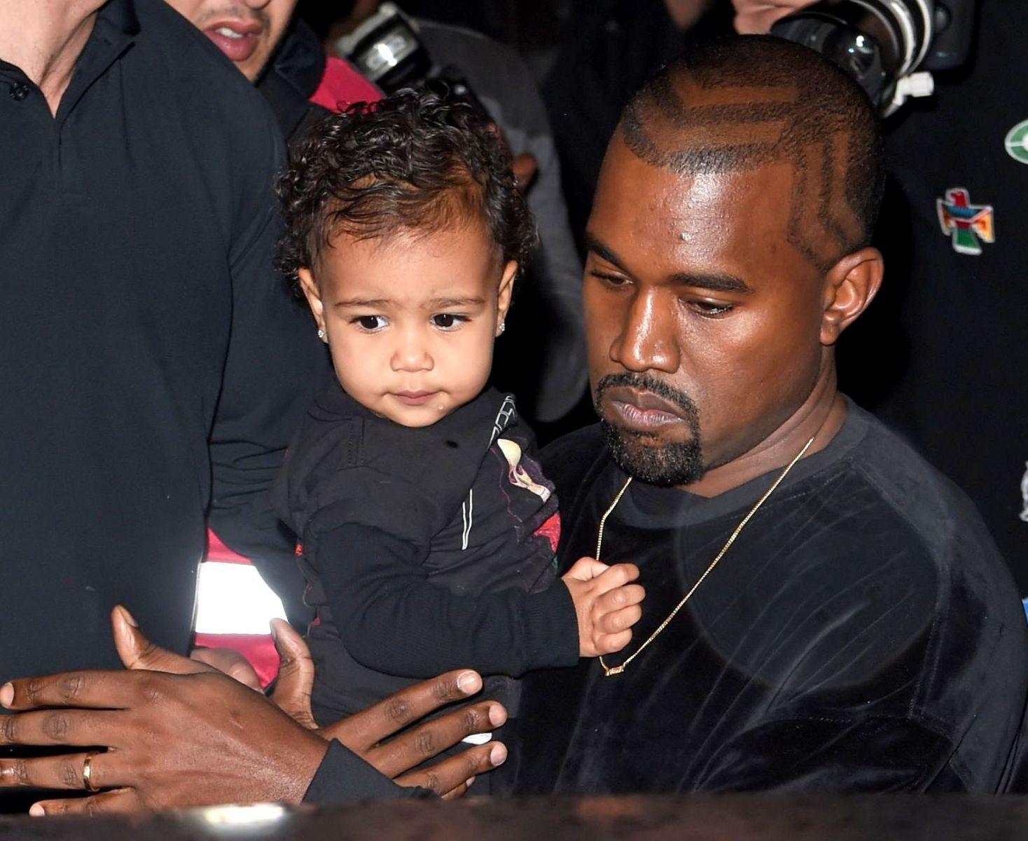 Официально: Ким Кардашьян ждет второго ребенка
