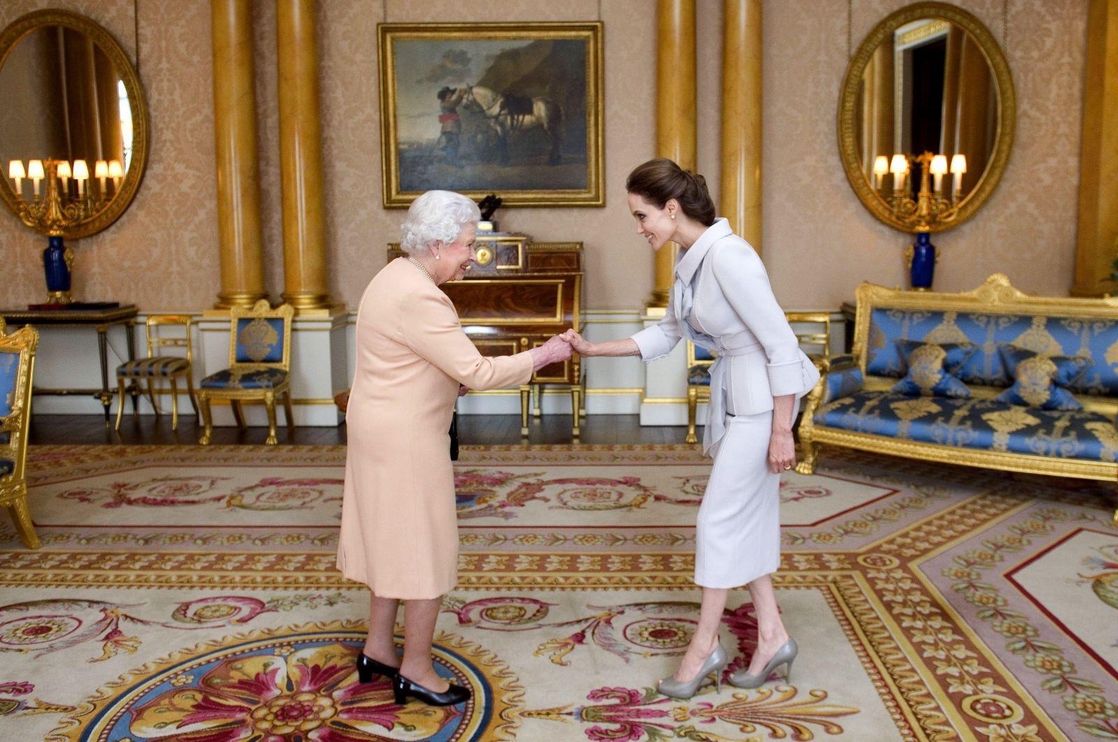 Анджелина Джоли блистает в изысканном наряде на вручении почетного титула