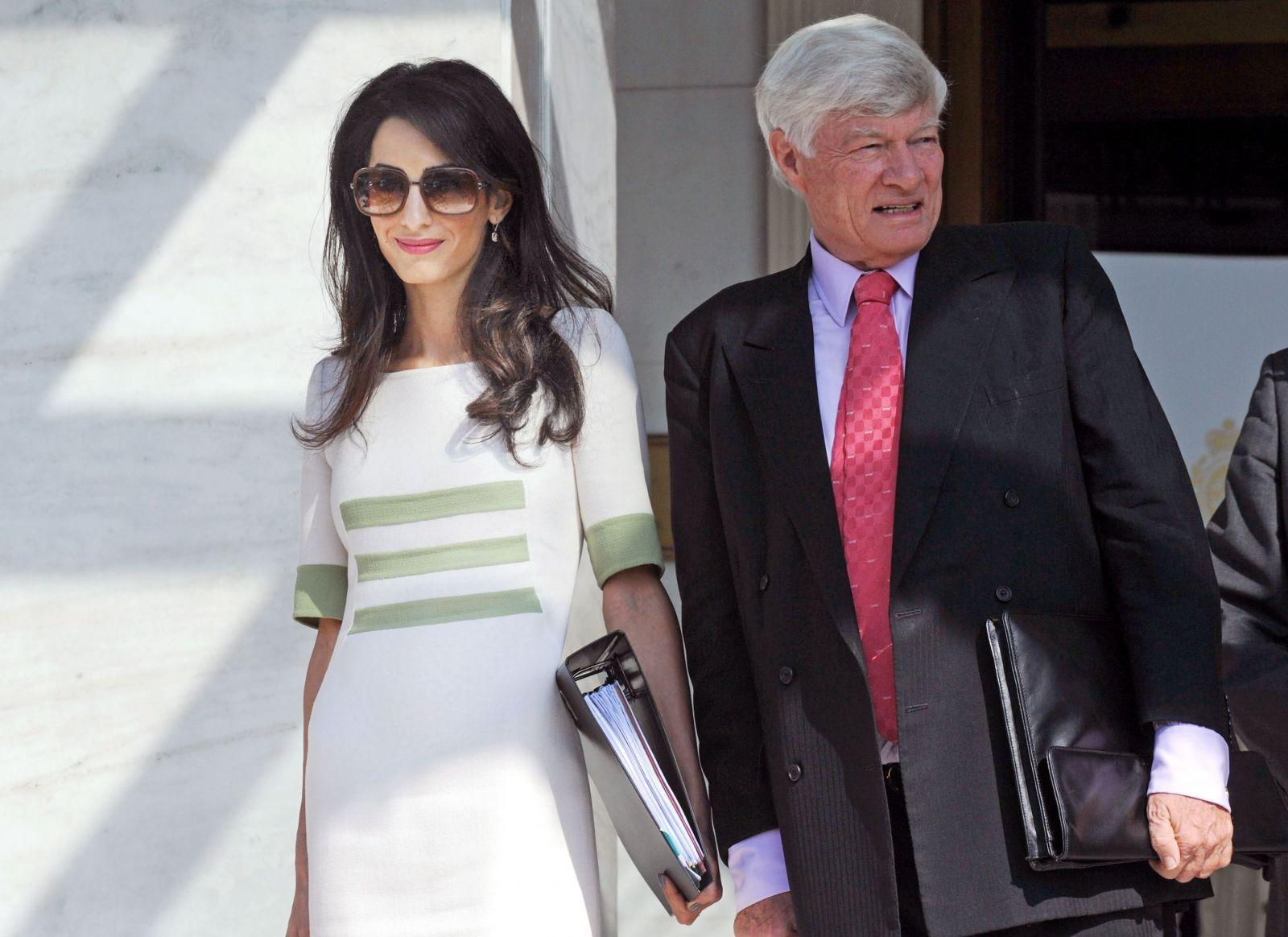 Жена Джорджа Клуни сменила фамилию