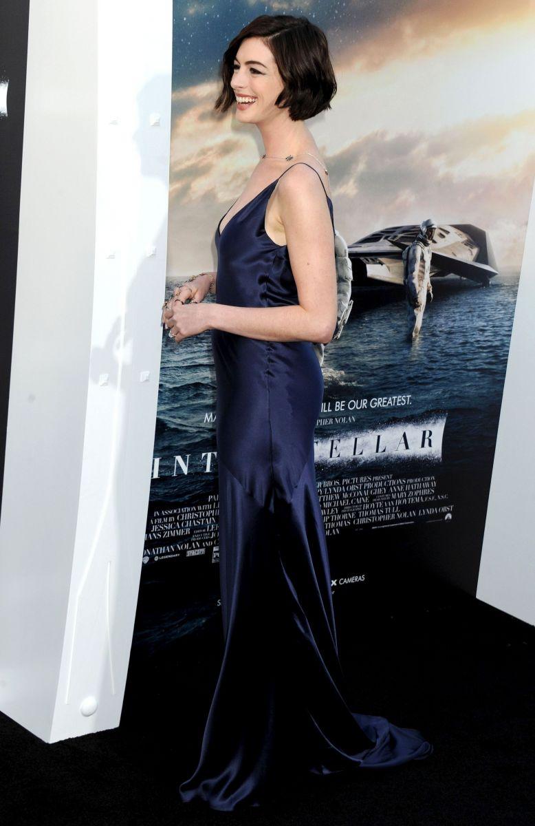 Энн Хэтэуэй блистает в откровенном платье